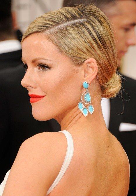 Kathleen-Robertson-Low-Bun-Updo-Hairstyle