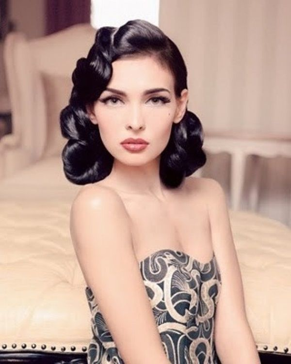 Pin-Up Style Victory Rolls